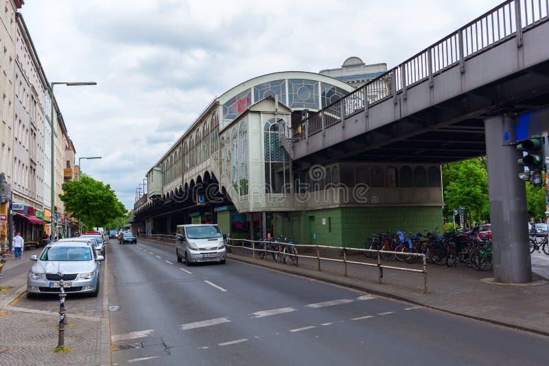 Estação de metro Goerlitzer Bahnhof em Berlim, Alemanha foto de stock