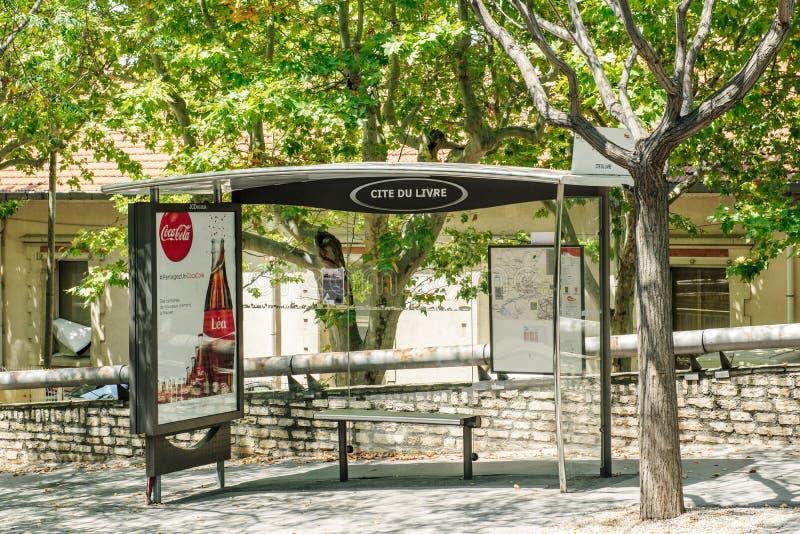 Estação de ônibus vazia em Aix--Provence, França imagem de stock royalty free