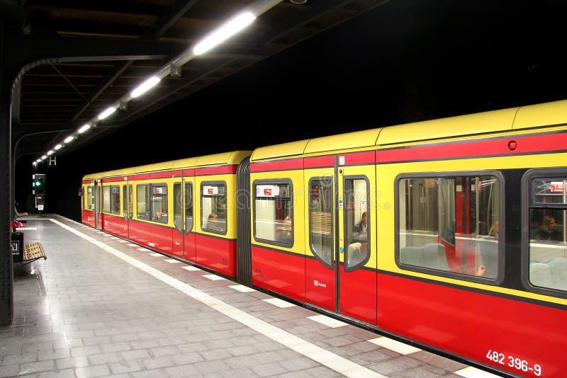 Estação de S-Bahn em Berlim, Alemanha fotografia de stock royalty free