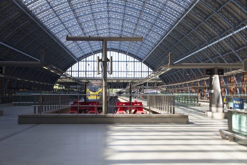 A estação de St Pancras é o terminal principal do trilho para Eurostar fotos de stock