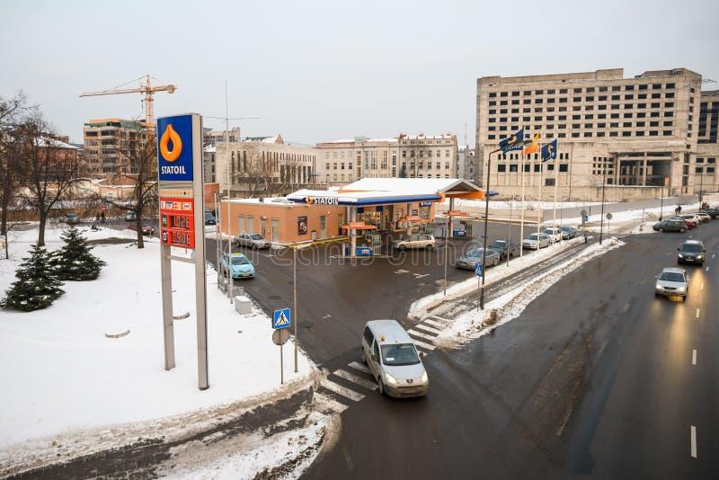 Estação de Statoil da empresa da distribuição da gasolina em Kaunas, Lituânia fotografia de stock