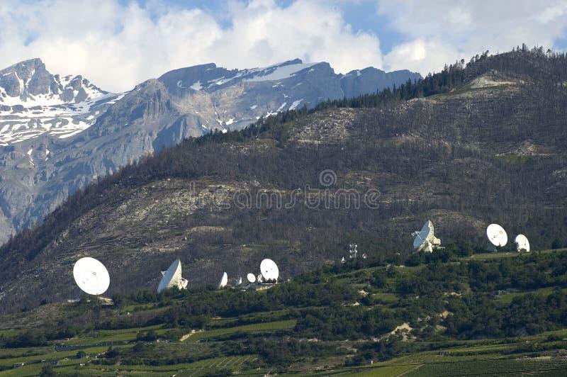 Estação de terra satélite da terra imagens de stock royalty free