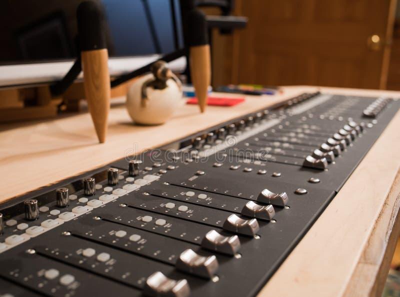 Estação de trabalho audio DAW de Digitas do estúdio da música fotografia de stock royalty free