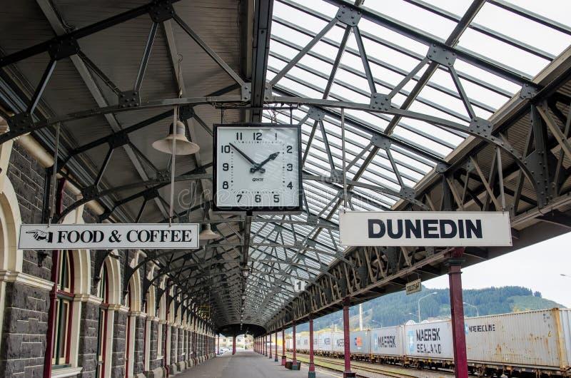 Estação de trem de Dunedin que é situada na ilha sul de Nova Zelândia imagem de stock royalty free