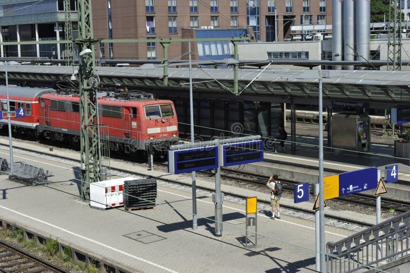 Estação de trem de Freiburg, Alemanha fotografia de stock royalty free