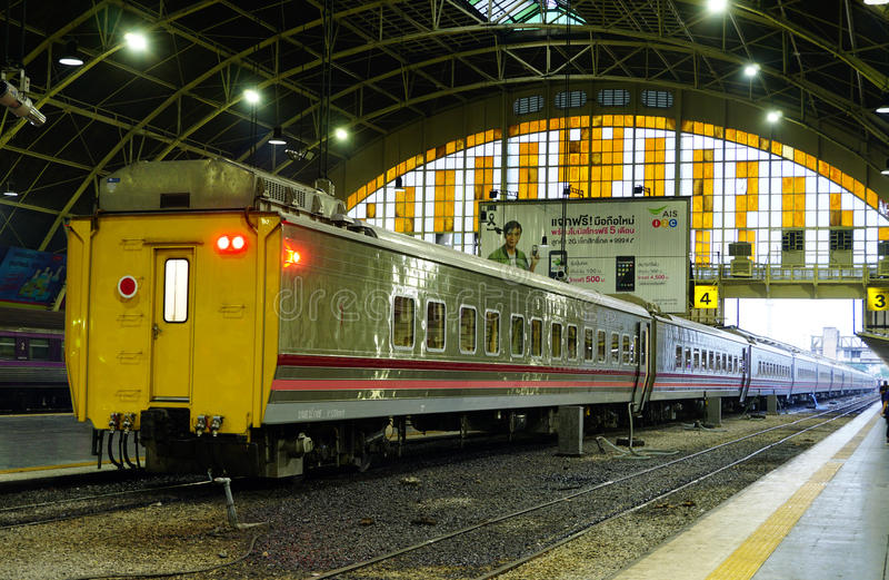 A estação de trem Hua Lamphong de Banguecoque é construída em 1916 em um estilo italiano do Neo-renascimento, com os telhados e m fotografia de stock royalty free