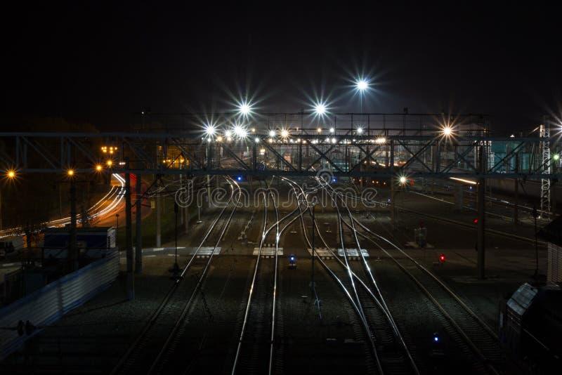 Estação de trem na noite foto de stock