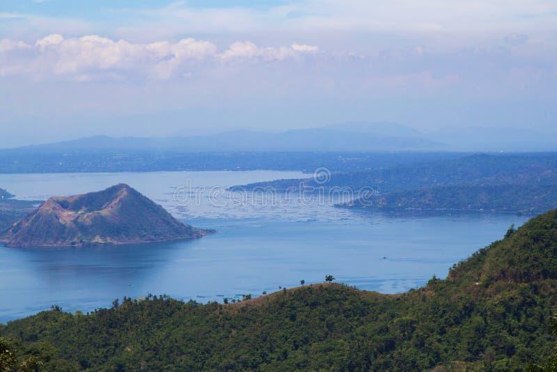 Estação do barco e céu roxo nas Filipinas fotos de stock royalty free