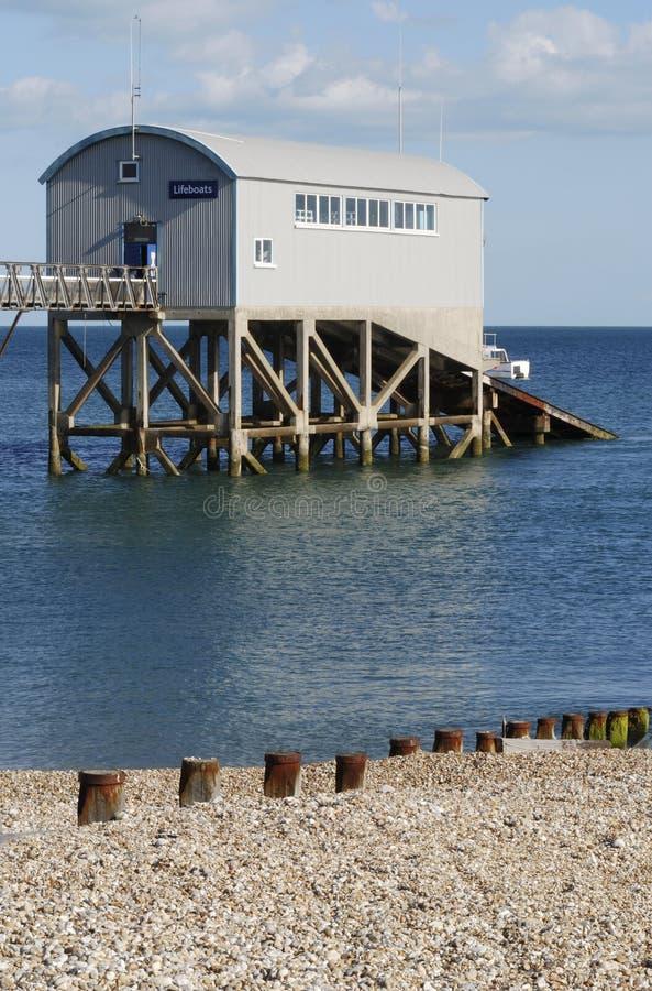 Estação do barco salva-vidas em Selsey. Sussex. Reino Unido imagens de stock