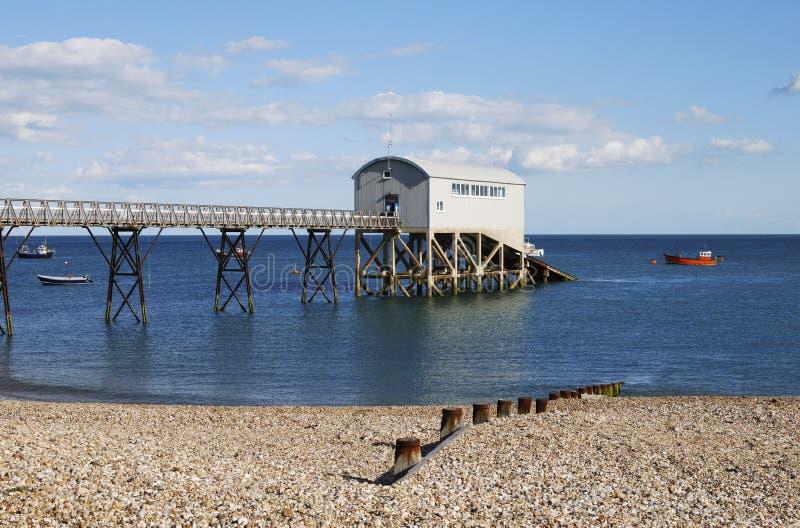 Estação do barco salva-vidas em Selsey. Sussex. Reino Unido imagem de stock