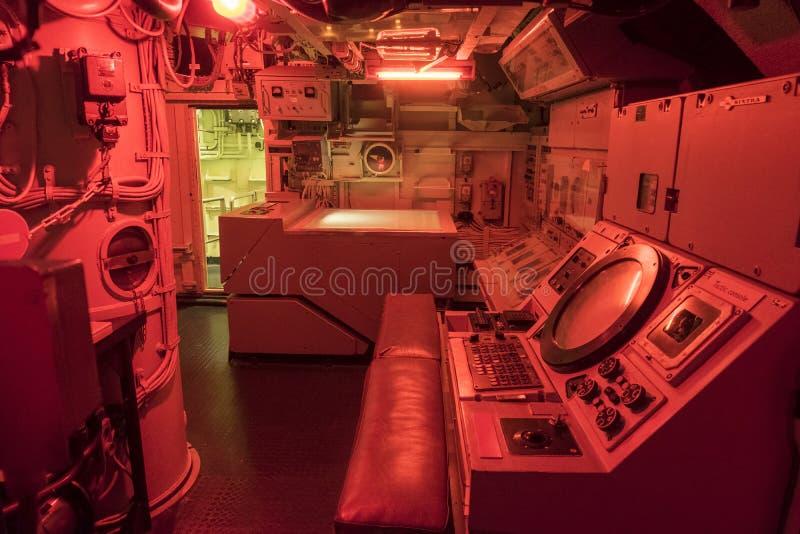 A estação do combate no submarino Redoutable da marinha francesa no museu marítimo menciona de la Mer em Cherbourg fotografia de stock