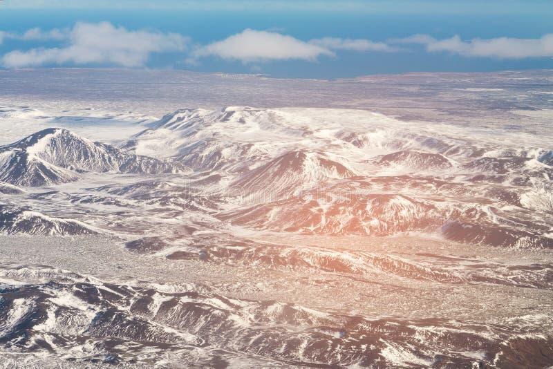 Estação do inverno dos landscpae das montanhas de Islândia da vista aérea imagens de stock