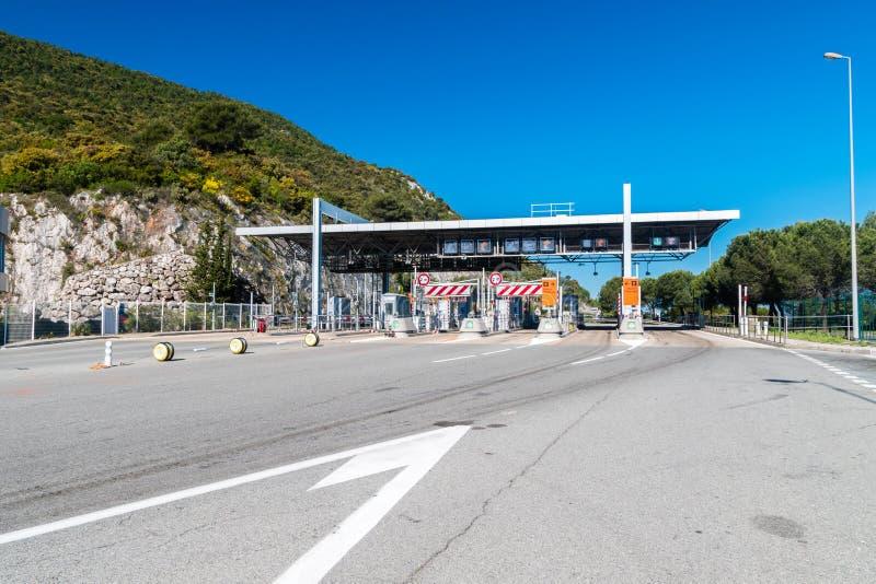 Estação do pedágio na estrada A8 perto de Mônaco fotos de stock