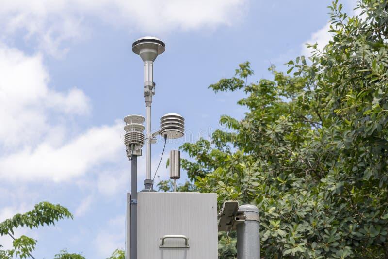 A estação do sistema do detector da poluição imagens de stock