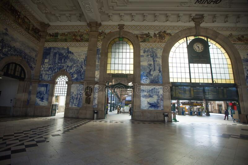 Estação Ferroviária Vazia de São Bento durante a Pandemia de Coronavírus fotos de stock
