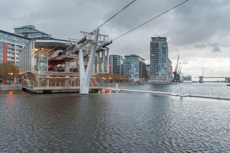 Estação real do teleférico de Victoria Docks em um dia chuvoso imagens de stock