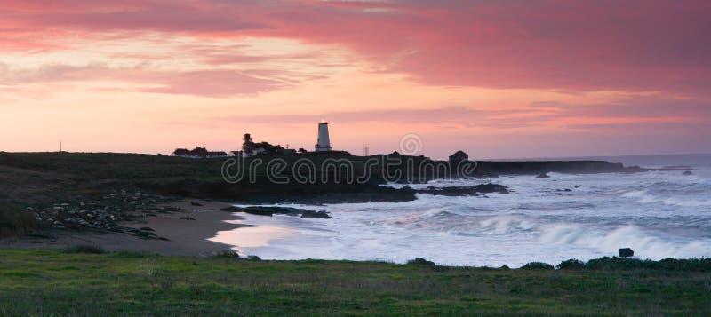 Estação San Simeon California Lighthouse da luz de Piedras Blancas imagem de stock