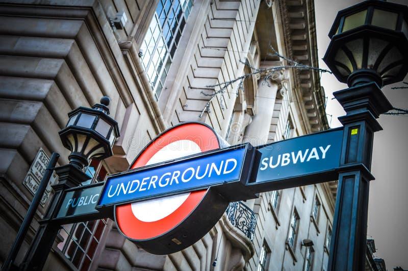 Estação subterrânea de Londres imagens de stock royalty free