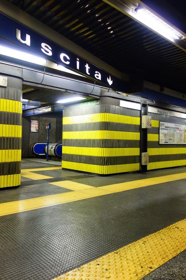 Estação subterrânea de Policlinico da saída do metro de Roma fotos de stock royalty free