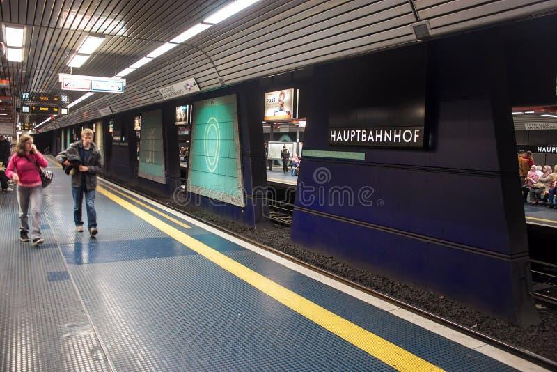 Estação subterrânea do trilho da cidade fotos de stock royalty free
