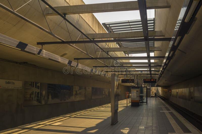 Esta é a cidade moderna de EnBW da estação do bonde imagens de stock royalty free