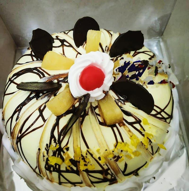 Esta é a foto bonita do bolo com o sabor do chocolate que olha saboroso imagens de stock
