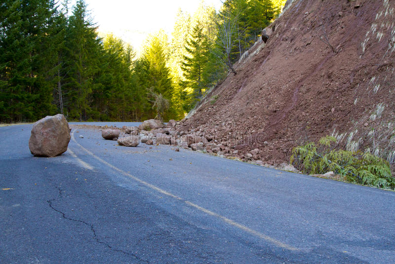 Download O Corrimento Obstruiu A Estrada Imagem de Stock - Imagem de batente, perigoso: 29838493