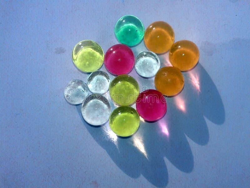 ESTA ? A IMAGEM de marbels de vidro coloridos foto de stock