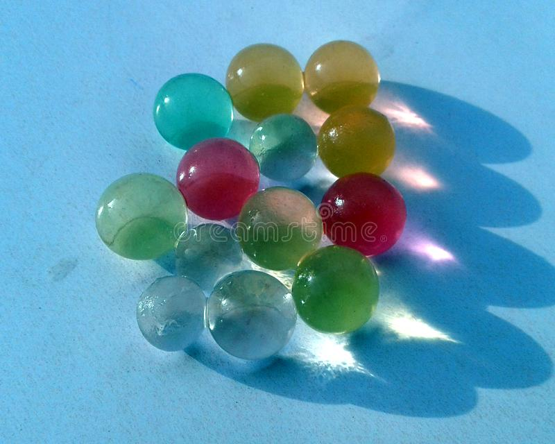 ESTA ? A IMAGEM de marbels de vidro coloridos imagens de stock royalty free