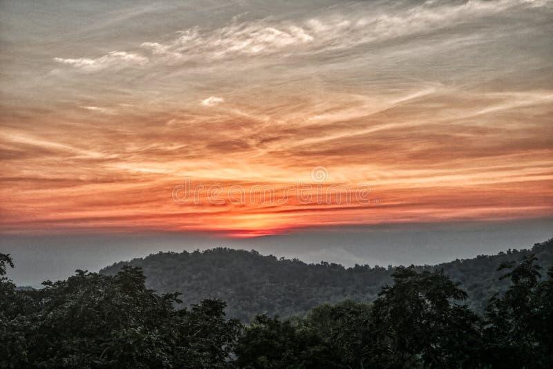 Esta imagen muestra una puesta del sol única en Hua Hin Thailand imagen de archivo libre de regalías