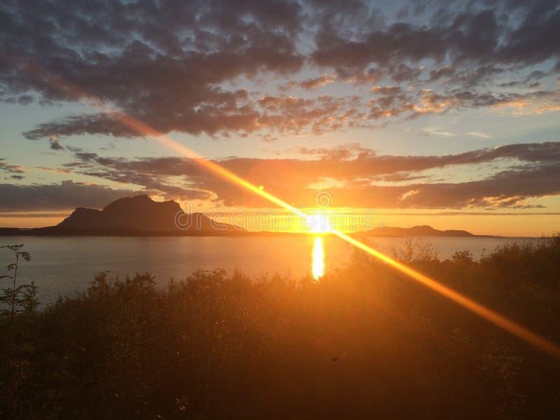 Esta imagen se adquiere un día hermoso de los summer's en el norte de Noruega fotos de archivo