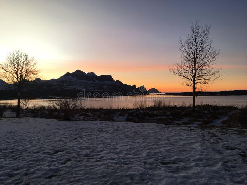 Esta imagen se toma de nuestra casa en Inndyr, Gildeskaal en el norte de Noruega fotografía de archivo