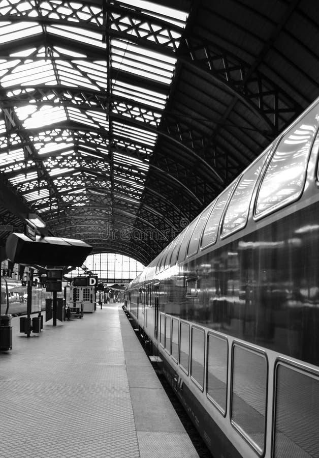 Esta??o de caminhos-de-ferro em preto e branco fotos de stock