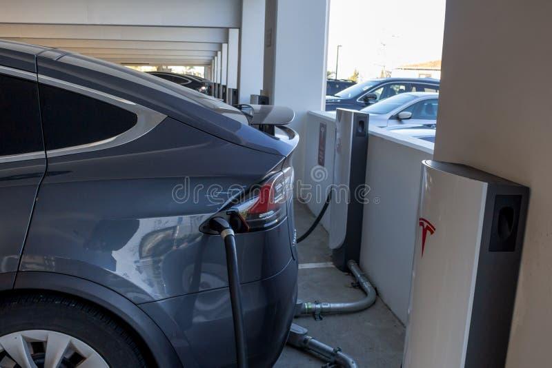 Esta??o de carregamento de Tesla foto de stock royalty free