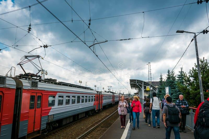 Esta??o de trem de Sergiyev Posad em R?ssia imagens de stock