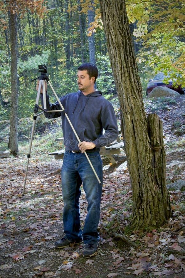 Estabelecimento do homem para o tiro da fotografia da natureza imagens de stock royalty free