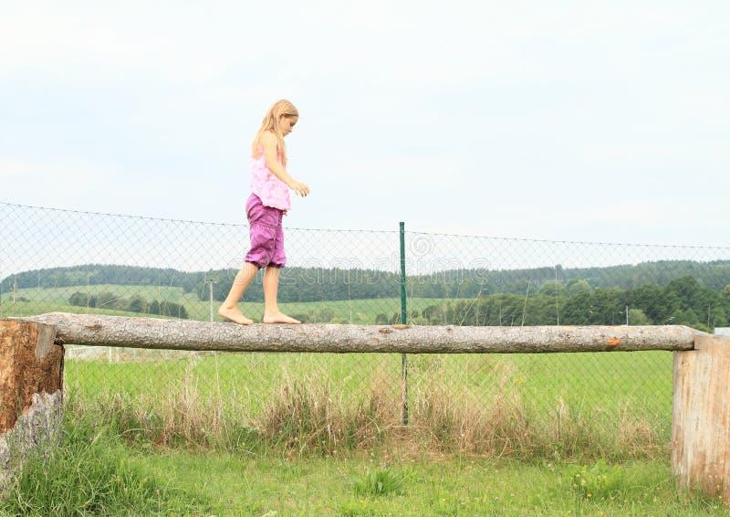 Estabilidad del entrenamiento de la muchacha fotos de archivo libres de regalías