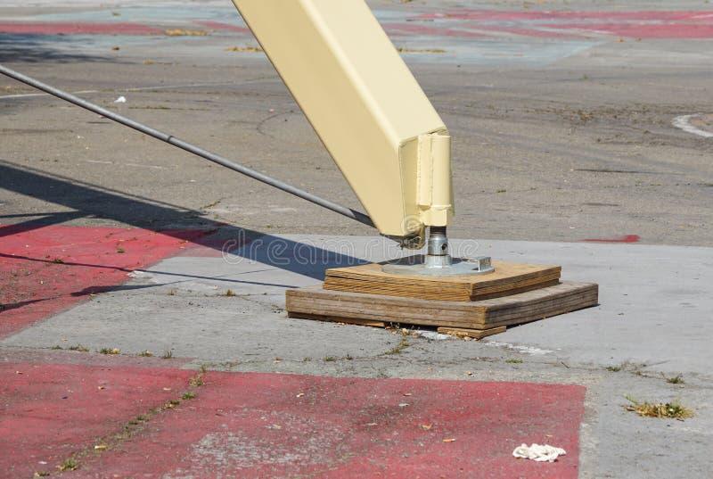Estabilizador lateral prolongado da guiga do caminhão Apoio ao guindaste telescópico móvel fotos de stock