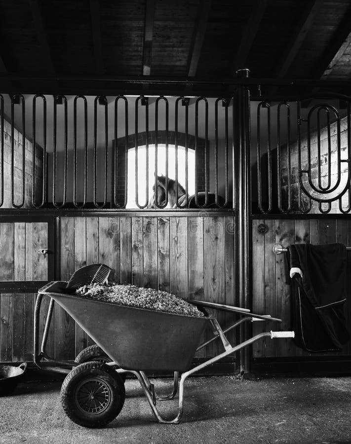 Establo permanente del interior del caballo imagen de archivo libre de regalías