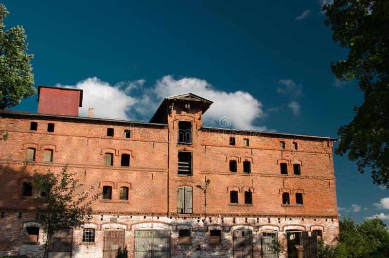 Establos abandonados del caballo en Rytty, Karelia fotografía de archivo