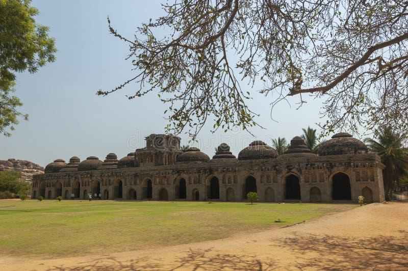 Establos del elefante en el hampi, Karnataka, la India fotografía de archivo libre de regalías