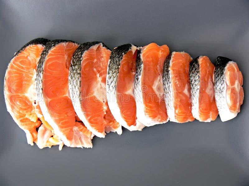 Estacas de salmones en la placa foto de archivo