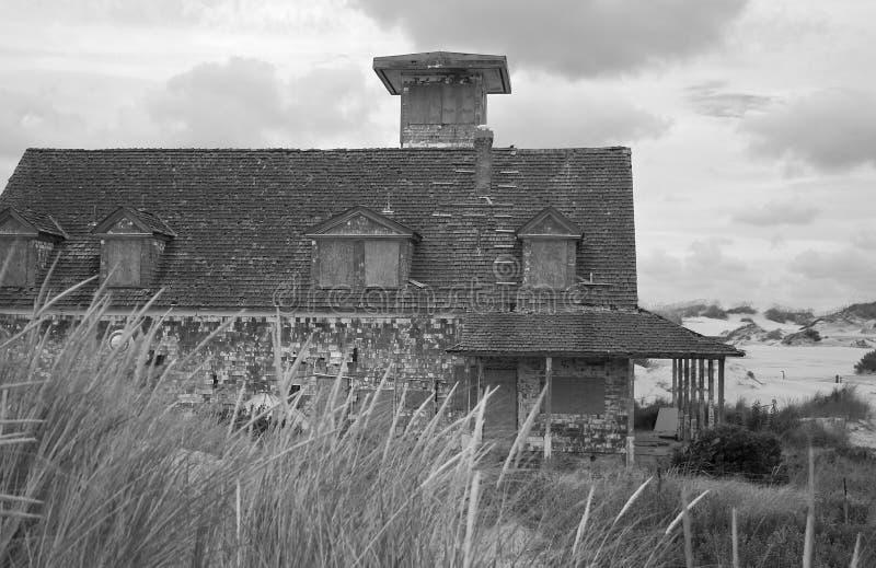 Estación abandonada del ahorro de vida imagen de archivo libre de regalías