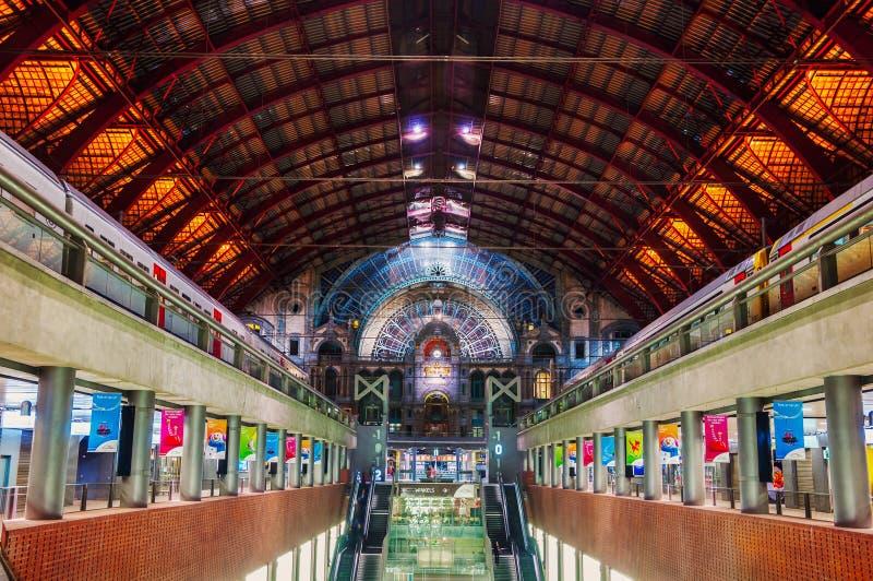 Estación central interior en Amberes, Bélgica fotografía de archivo