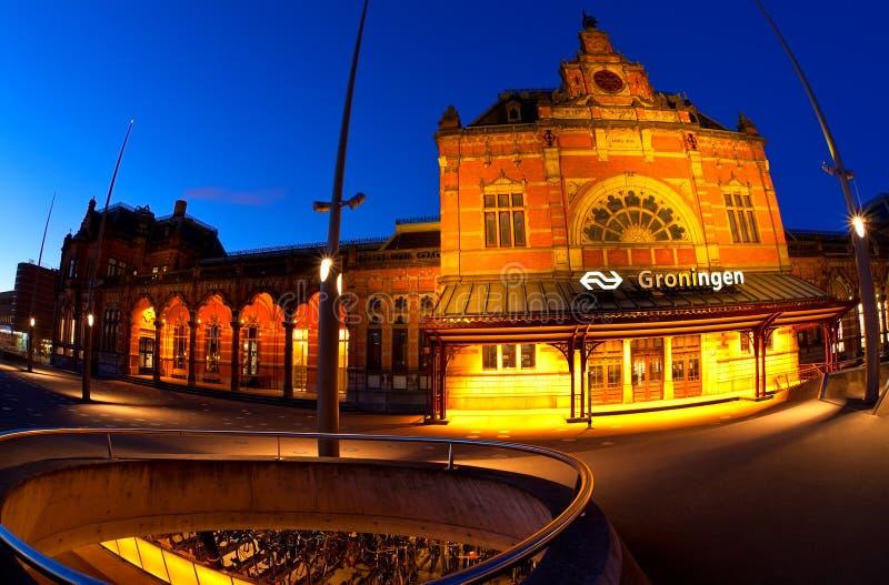 Estación central en Groninga en oscuridad fotografía de archivo libre de regalías