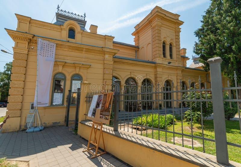 Estación cultural Esjeg en Novi Sad Esto es un edificio rehabilitado de una vieja radio de tiro fotografía de archivo libre de regalías