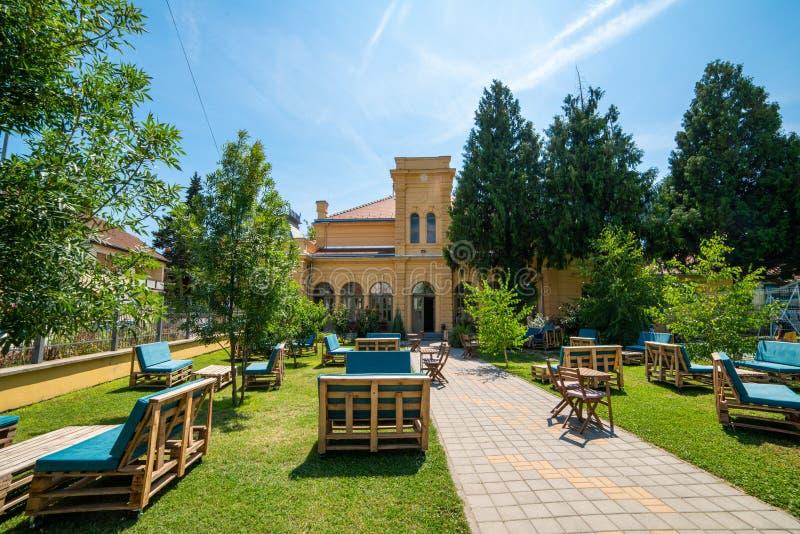 Estación cultural Esjeg en Novi Sad Esto es un edificio rehabilitado de una vieja radio de tiro imágenes de archivo libres de regalías