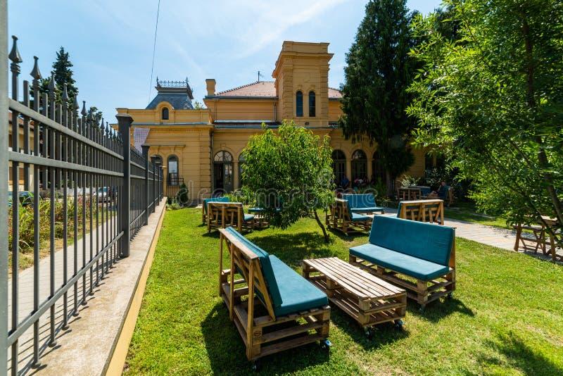 Estación cultural Esjeg en Novi Sad Esto es un edificio rehabilitado de una vieja radio de tiro foto de archivo