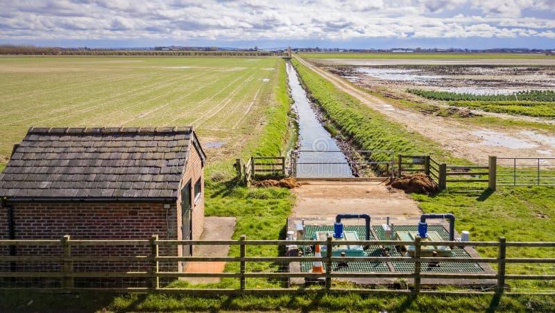 Estación de bombeo del drenaje de tierra foto de archivo