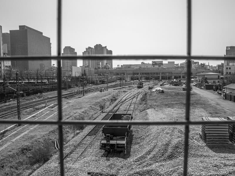 Estación de carriles Seúl blanco y negro foto de archivo libre de regalías